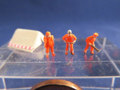 AB02 construction workers neon with tent figure Scale Gauge Z 1220