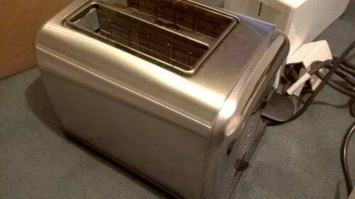 BUNDLE OF 5 X TOASTERS 4 USED 1 NEW ALL WORKING INCLUDES DELIVERY kitchen bread