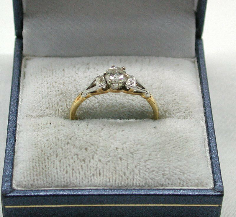 Beautiful Vintage 18ct gold And Platinum 0.35ct Diamond Solitaire Ring