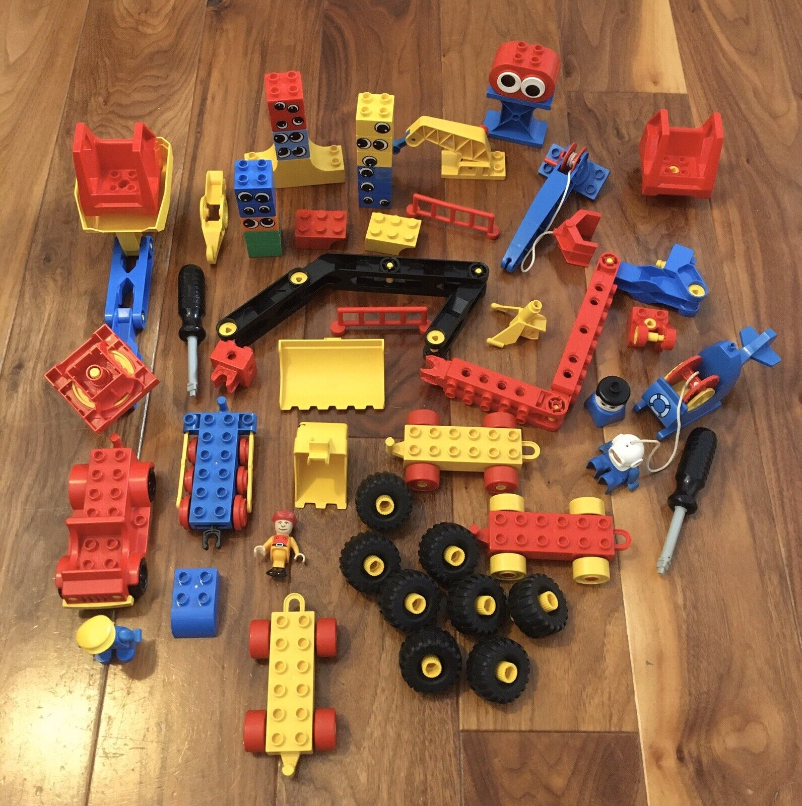 HUGE BUNDLE LEGO DUPLO TOOLO BRICKS SCREWDRIVERS CRANES HELICOPTER TRUCKS WHEELS