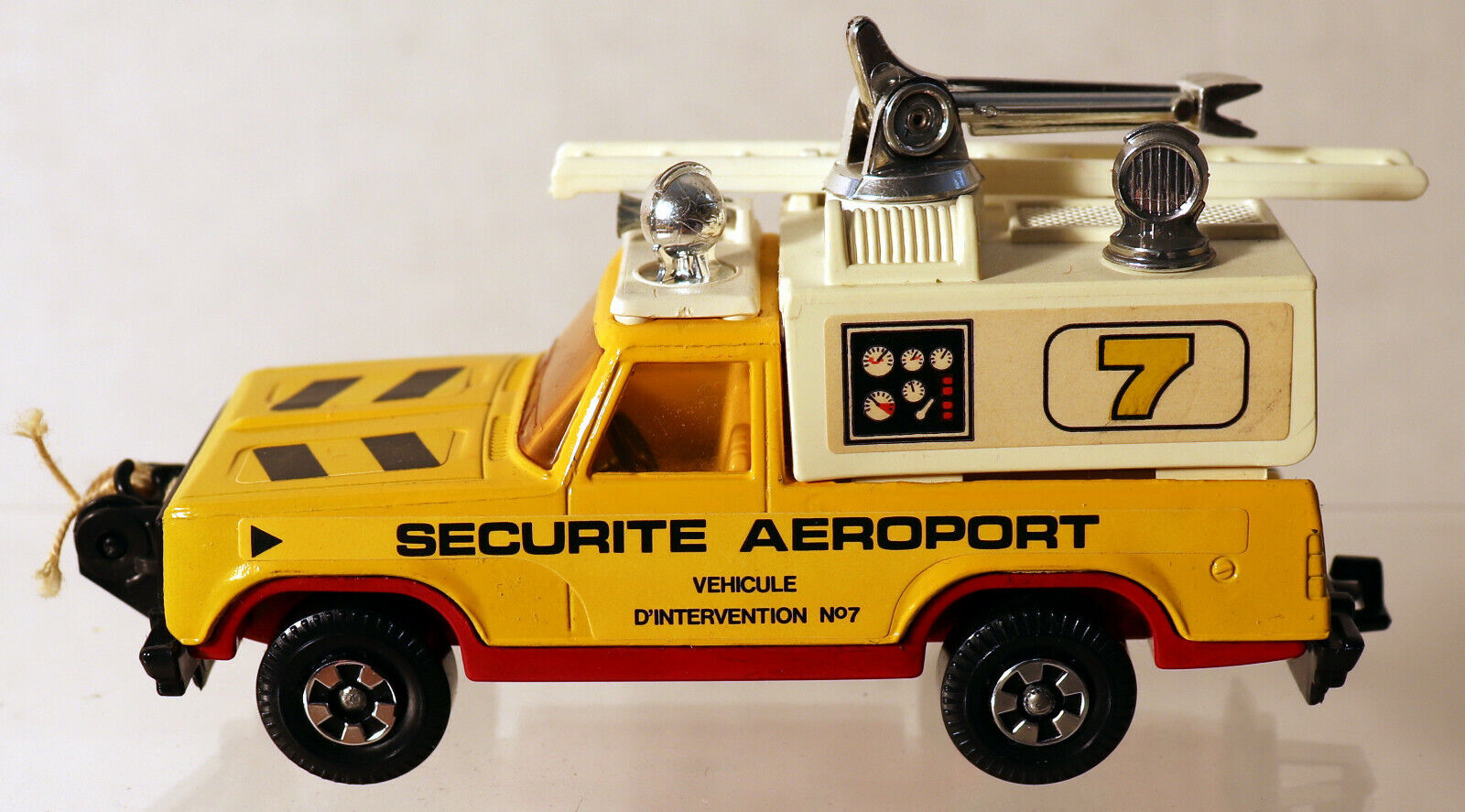 DTE FRENCH LESNEY MATCHBOX SUPERKINGS SK-75 SECURITE AEROPORT FIRE TENDER