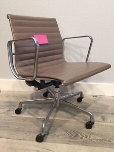Image is loading Original-Herman-Miller-Eames-Aluminum-Group-Management- Chair- & Original Herman Miller Eames Aluminum Group Management Chair in Tan ...
