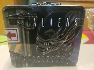 034-ALIENS-034-ANTIQUE-METAL-LUNCH-BOX-AND-MATCHING-THERMOS-ORIGINAL-PACKAGING-MINT