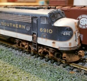 Proto-2000-Southern-Railway-e8-e9-weathered-locomotive-engine-HO-Life-Like