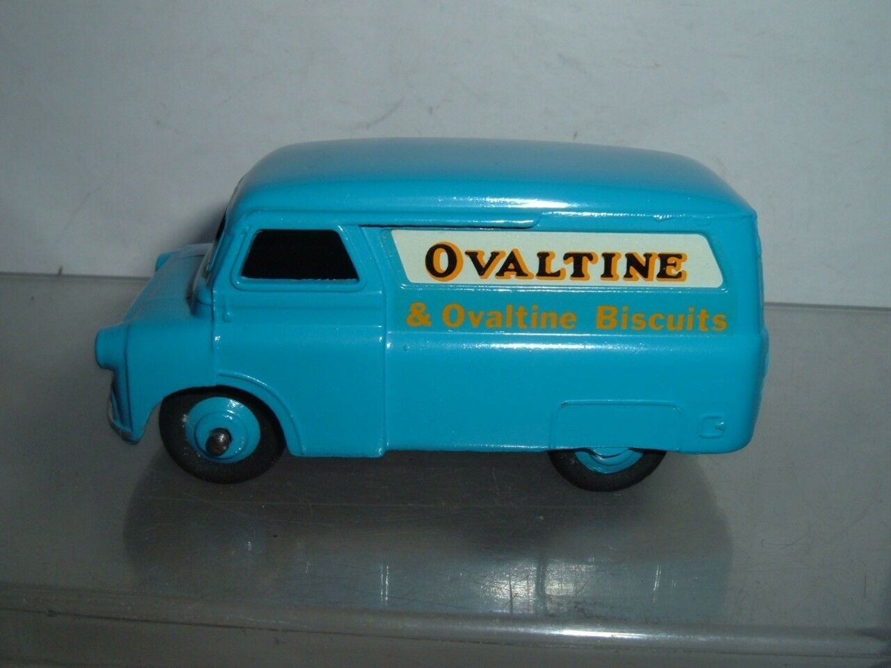 DINKY TOYS BEDFORD CA VAN OVALTINE IN REPAINTED HAVE A LOOK AT THE  PICTURES