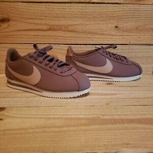 new style 0aa4b 22f41 Details about Nike Classic Cortez Leather Shoes AV4618 200 Women Smokey  Mauve 1810 Size Beige