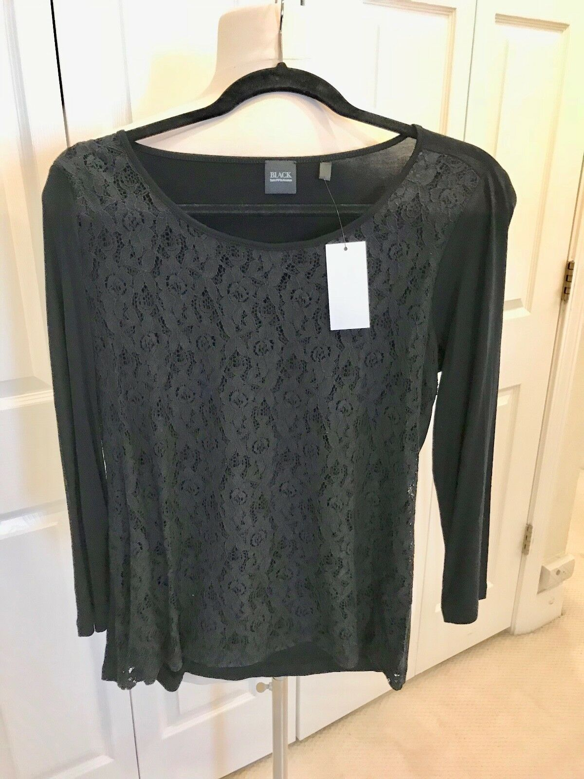 Beautiful Saks Fifth Avenue schwarz Top with Lace Front - M - NWT