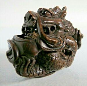 Antique-19th-century-Japanese-boxwood-Netsuke-Seated-dragon-Signed-onyx-eye
