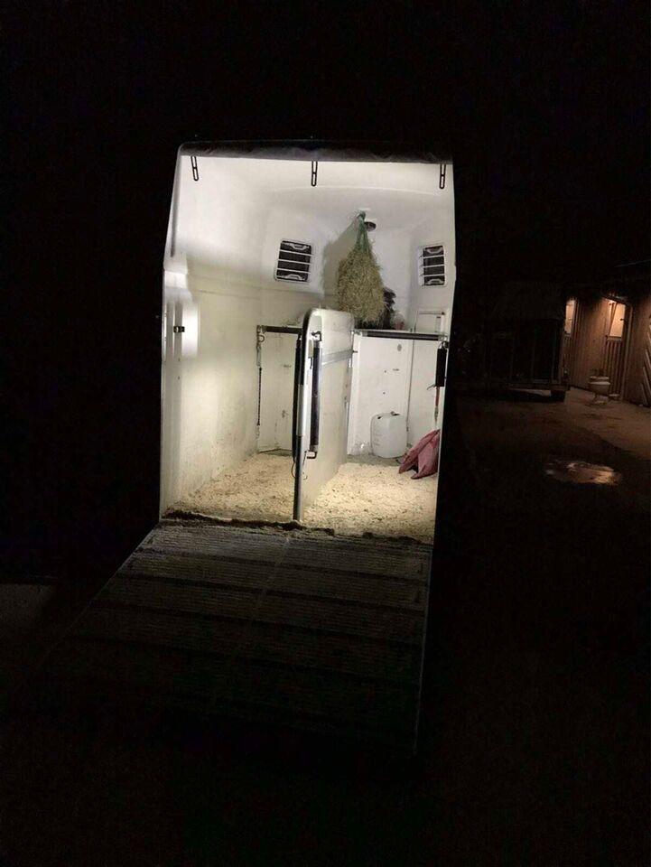 Underlag, LED lampe til Heste trailer mm