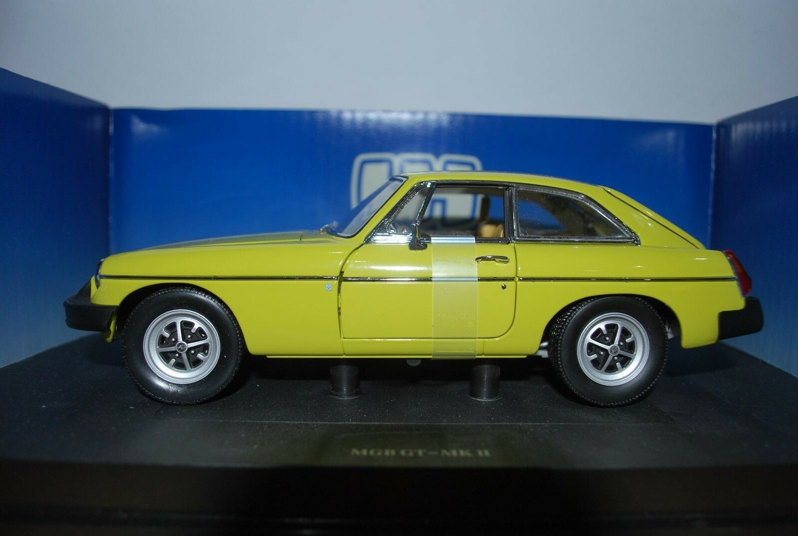 1 18 MGB GT by Universal Hobbies.