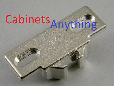 """BLUM 1 1//2 /"""" OVERLAY MOUNTING PLATE 130.1150.02 FOR COMPACT 33 110° HINGE 20"""