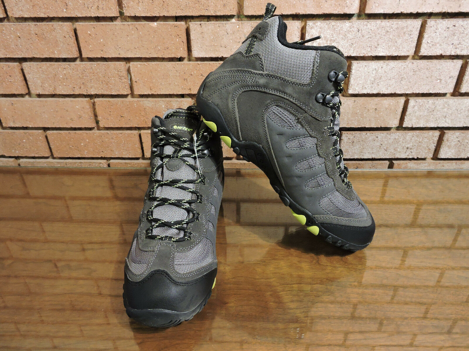 Hi-Tec Penrith Men's Waterproof  Mid Hiking Boot Charcoal  hastened to see