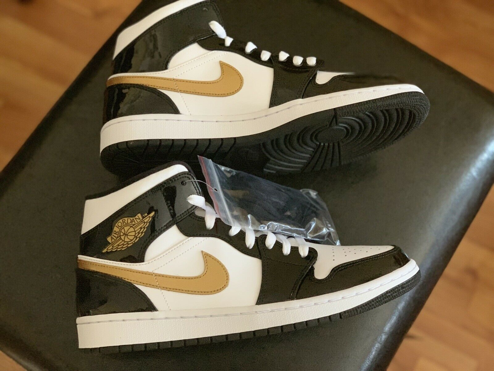 Air Jordan 1 MID SE Black metallic gold-white  (852542-007) SZ 9.5 men's