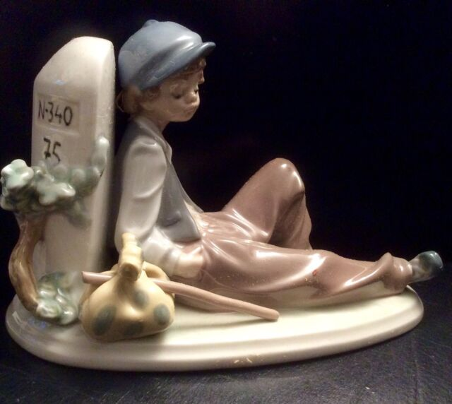 """Lladro figurine -  """"A Time To Rest """" Number 5399 ( Retired )"""