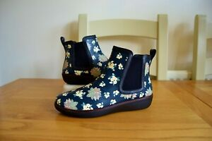 FITFLOP-034-CHAI-034-DARK-FLORAL-LEATHER-CHELSEA-STYLE-ANKLE-BOOTS-UK-4-5-RRP-120-00