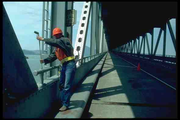 023082 Bridge Worker A4 Photo Print Bereitstellung Von Annehmlichkeiten FüR Die Menschen; Das Leben FüR Die BevöLkerung Einfacher Machen