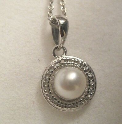 925 Sterling Silver Pearl And Diamond Pendant