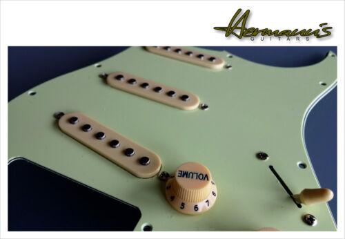 Stratocaster Pickguard Mint full loaded flat Pole Vintage 60s Alnico V Pick Ups