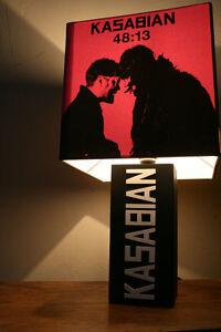 Handmade Kasabian Lampe + Album Cover Abat-jour. Serge, Empire, West Ryder-afficher Le Titre D'origine Frissons Et Douleurs