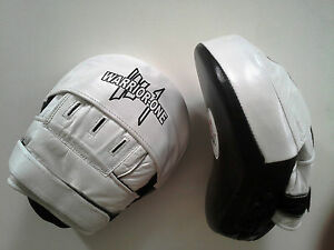 New-Curved-Focus-Mitts-Leather-White-Black-Boxing-Thai-Kickboxing-MMA-UFC