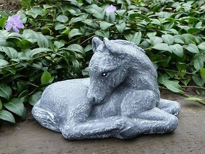 Steinfigur Pferd Fohlen Figur Tierfigur Dekofigur Steinguss frostfest