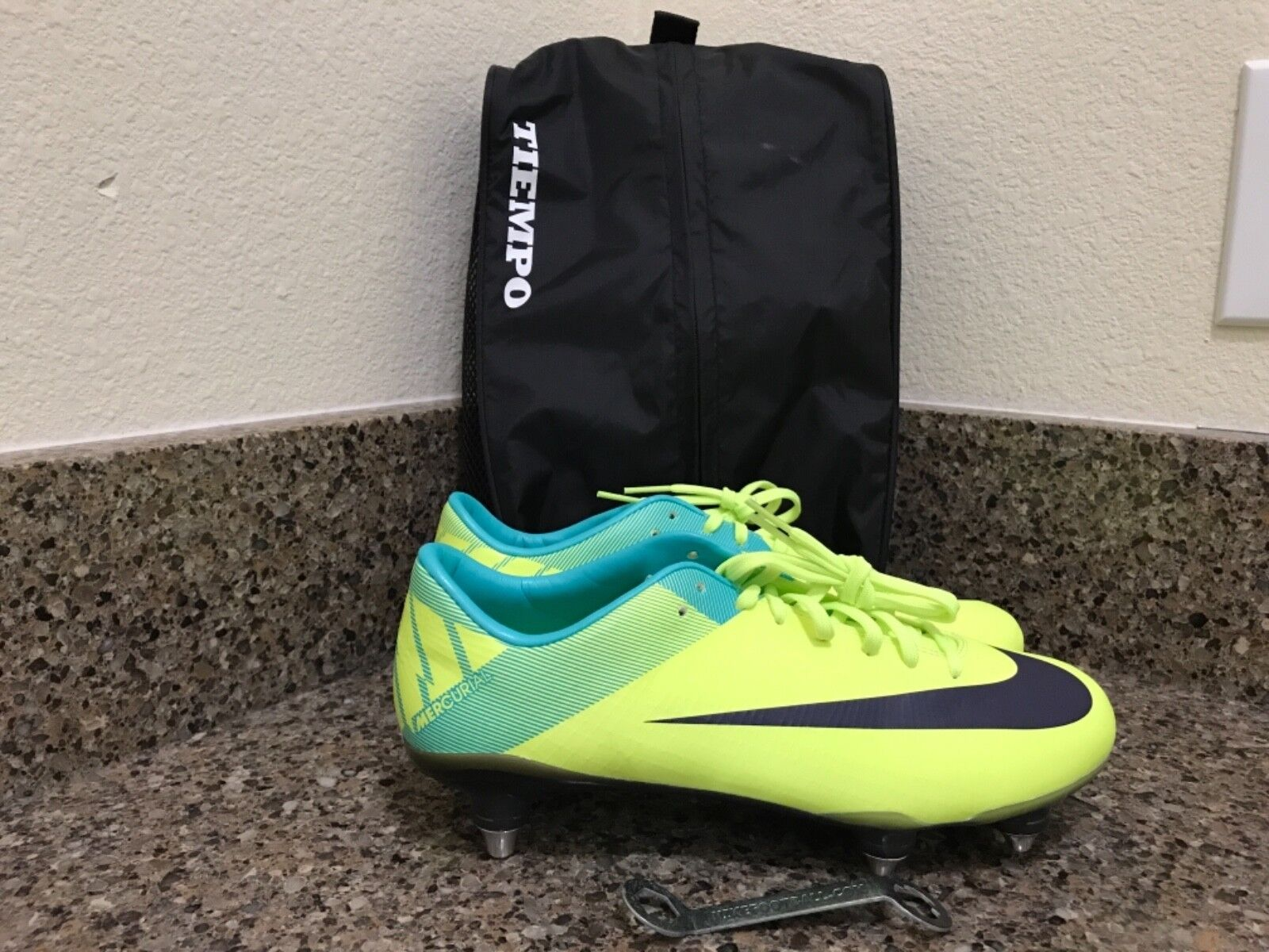 Nike Vapor Superfly III SG Soccer Cleats Volt 42469-755 Size 7