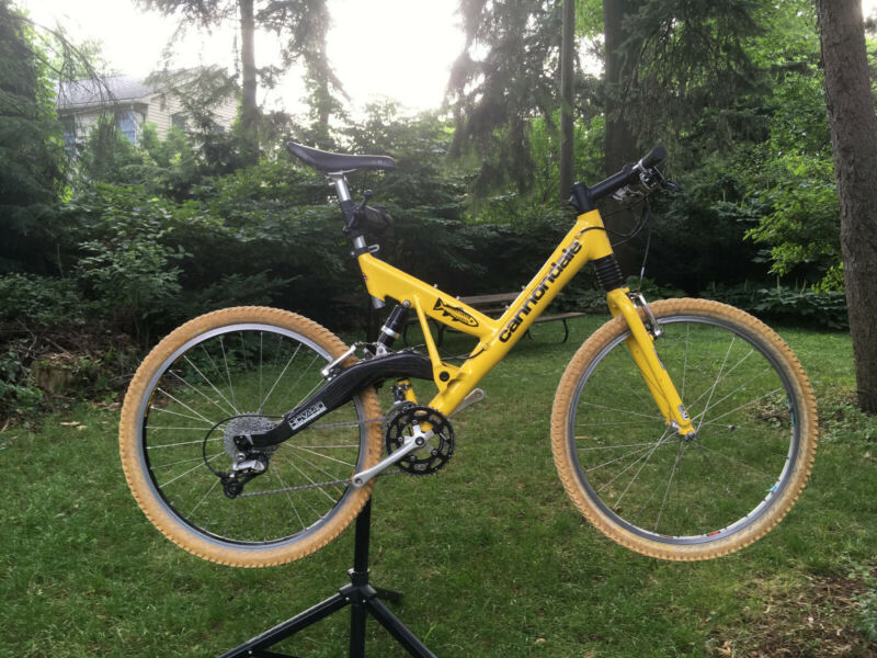 1996 Cannondale Super V Carbon Mountain Bike
