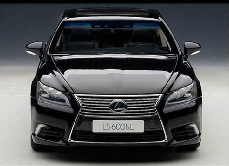 1 18 Autoart LEXUS LS600hL Die Cast Model