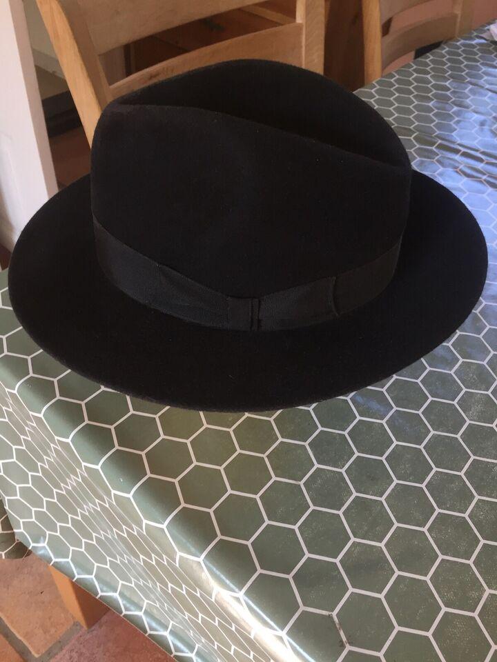 Hat, NAGY Wien, str. 58