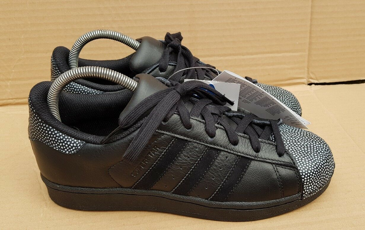 BNWT ADIDAS SUPERSTAR RAY SHELL TOE TRAINERS BLACK & WEISS SIZE 4.5 UK NEU