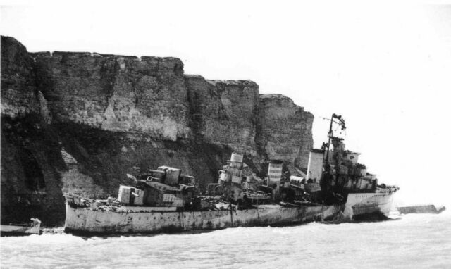 8x6 Gloss Photo ww11C4 Normandy Part Arromanches Tempete HMS Fury Echoue