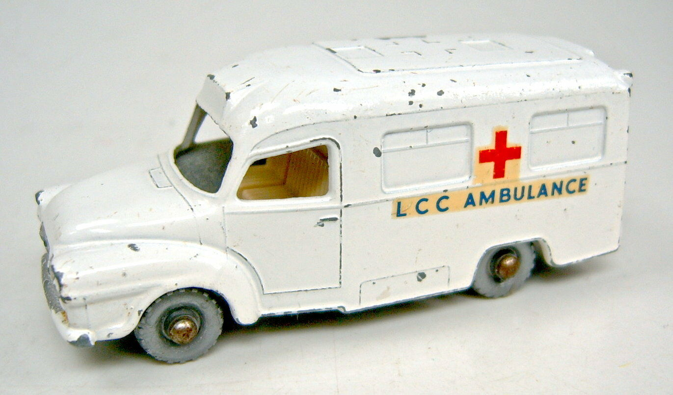 Matchbox Rw 14c Lomas Ambulance pure white with cross casting  on the Roof
