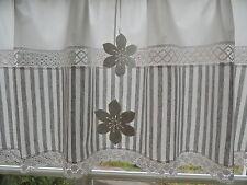 Blickdichte Scheibengardine grau weiß Klöppelspitzen 2 Filzblumen  /  Nr. 10