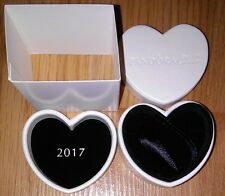 "2017 AUTHENIC PANDORA JEWELRY CREAMY SATIN CLUB CHARM/BEAD HEART GIFT BOX 2""X2"""