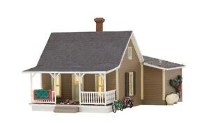 Woodland-Scenics-BR5027-HO-Scale-Built-amp-Ready-Granny-039-s-House-Structure