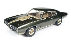 1969 Pontiac GTO Hardtop Royal Bobcat 1:18 Auto World Ertl AMM1042