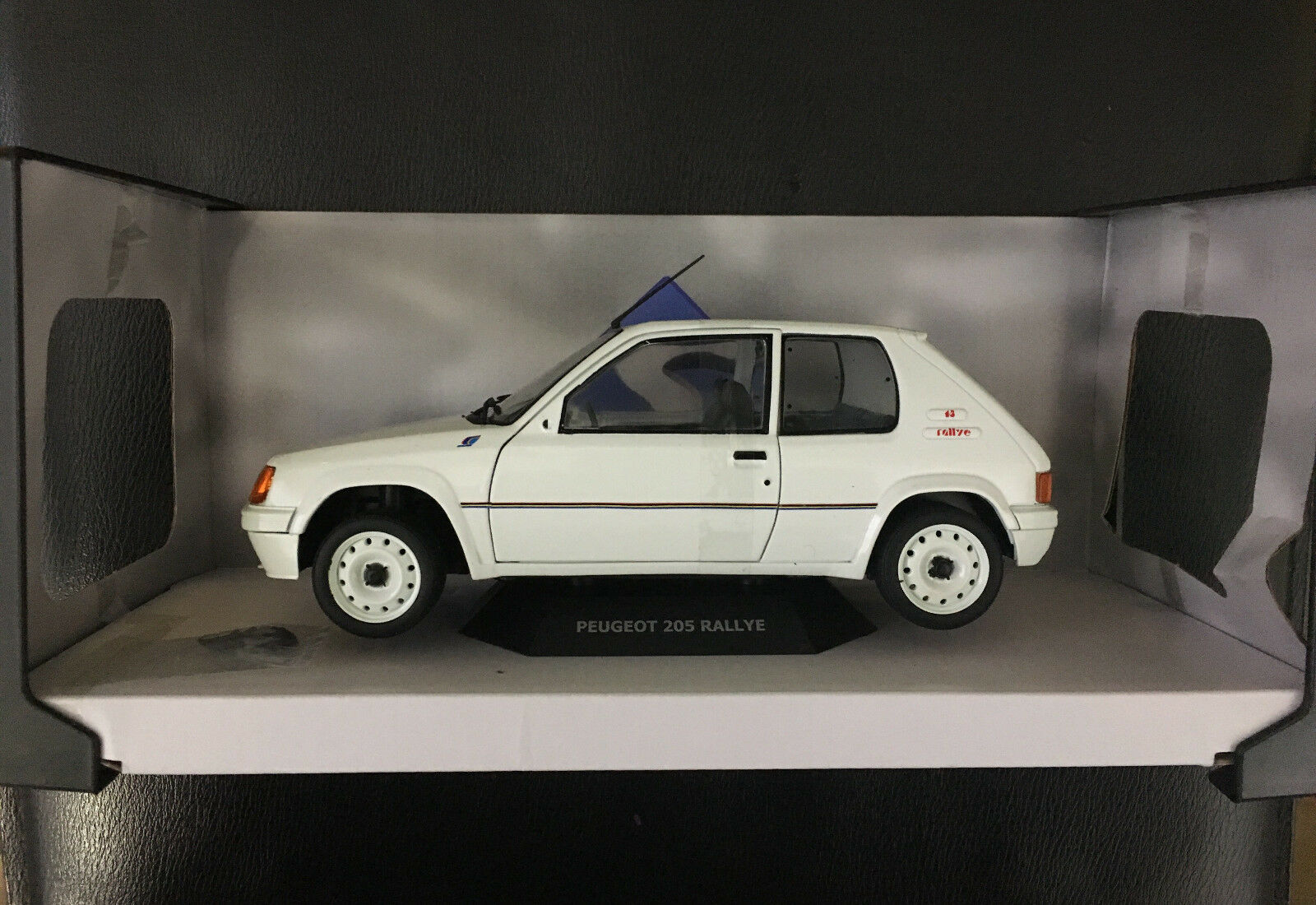 SOLIDO 1 18 AUTO DIE CAST PEUGEOT 205 RALLY PHASE WHITE ART 1801701