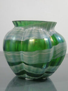 Vase-Boehmen-um-1900-irisierend-Jugendstil-Glas-Austria-Fadenaufschmelzungen