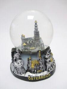 Wien-Schneekugel-Stephansdom-Snowglobe-Souvenir-mit-Austria-Sockel