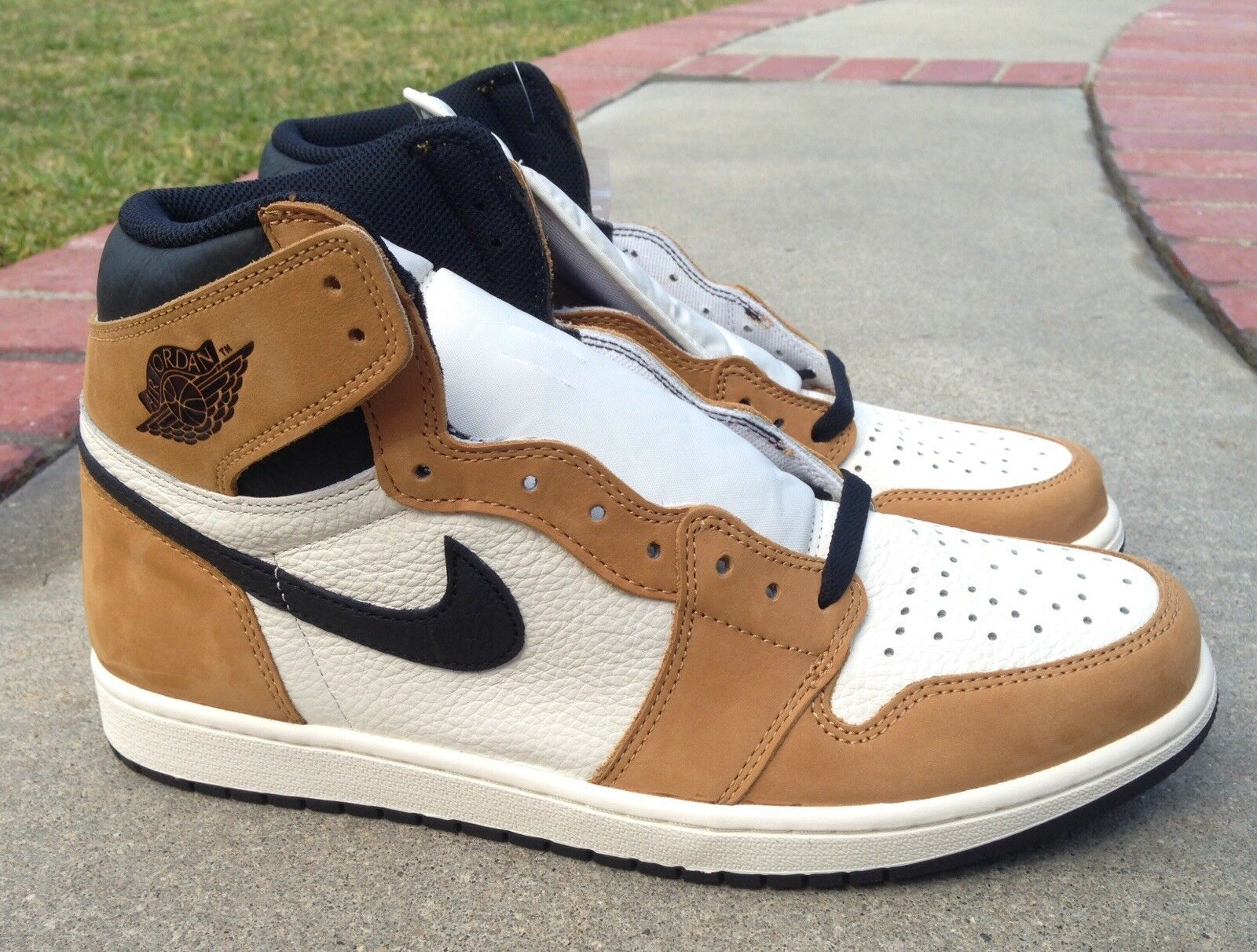 Air Jordan Retro 1 High High High OG Dimensione 11.5 Uomo Rookie Of The Year rossoY 555088-700 45d3ee