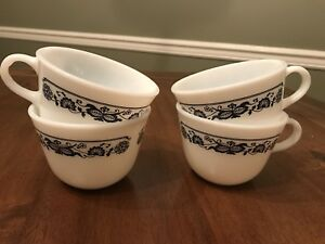 4-Vintage-Corning-Old-Town-Blue-Onion-Tea-Coffee-Cups-Milk-Glass-Excellent-Cond