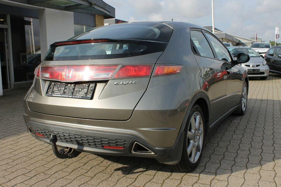 Honda Civic 1,8 Executive Benzin modelår 2006 km 185000