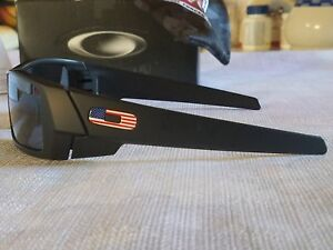 d44b7e5b6f NEW OAKLEY SI GASCAN MATTE BLACK with USA LOGOS   GREY LENS 009014 ...