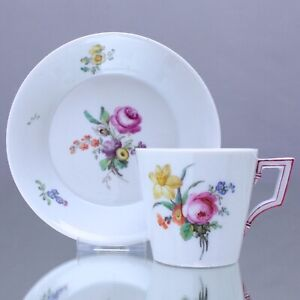 KPM-Berlin-um-1800-Kaffeetasse-mit-Blumen-Konisch-Tasse-Klassizismus-teacup