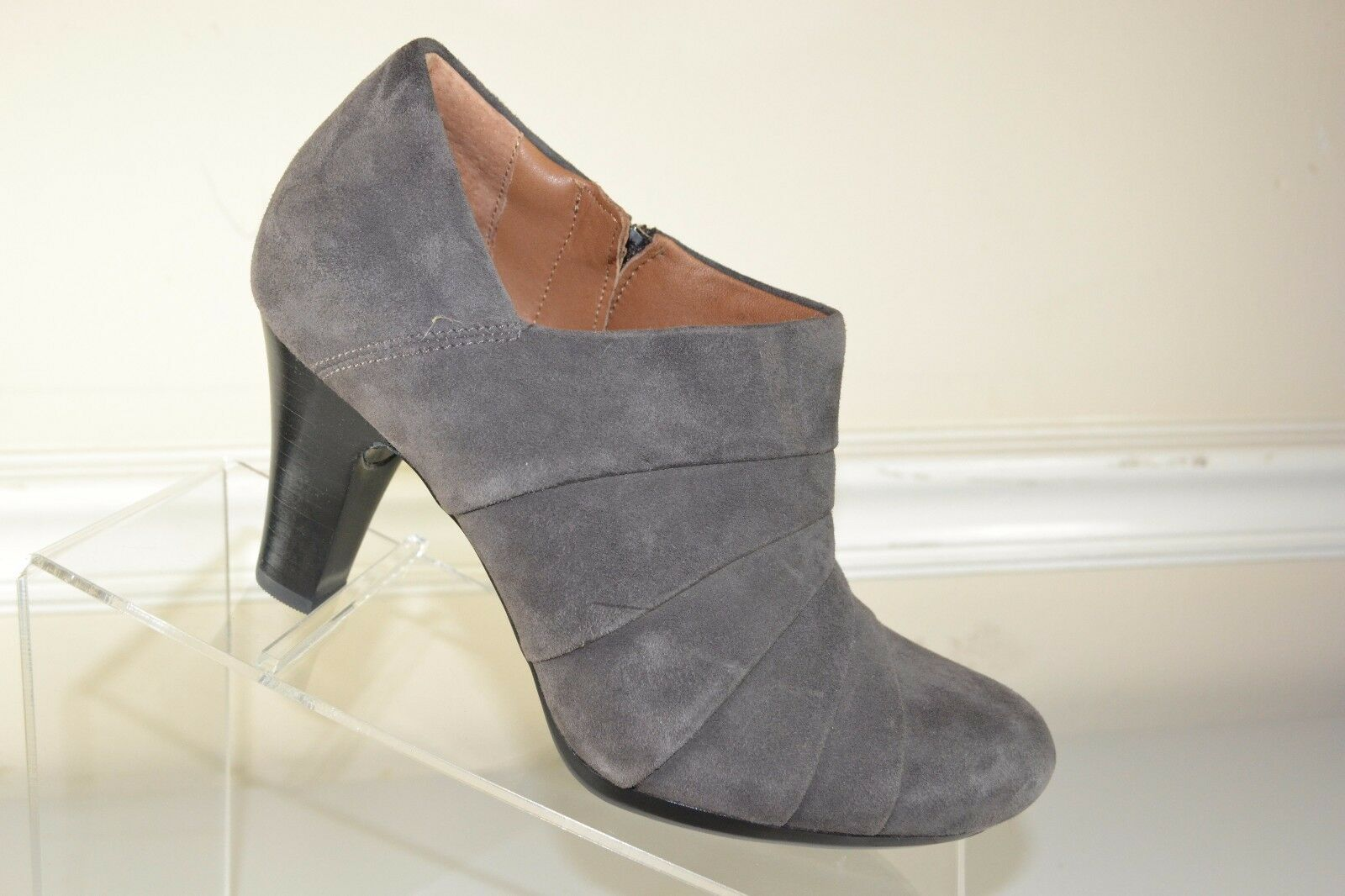 Clarks Artisan Ankle Boots - Side Zip - Sz 6 M