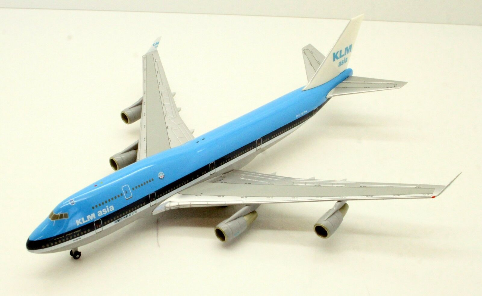 1 400 HERPA WINGS 560368 KLM BOEING 747-400 CITY OF HONGKONG 2W