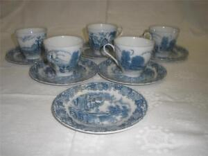 STUNNING-BLUE-amp-WHITE-PATTERNED-PORCELAIN-CUPS-X-5-SAUCERS-X-6-JAPAN