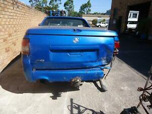 HOLDEN-COMMODORE-LEFT-TAILLIGHT-VE-UTE-08-06-04-13-06-07-08-09-10-11-12-13