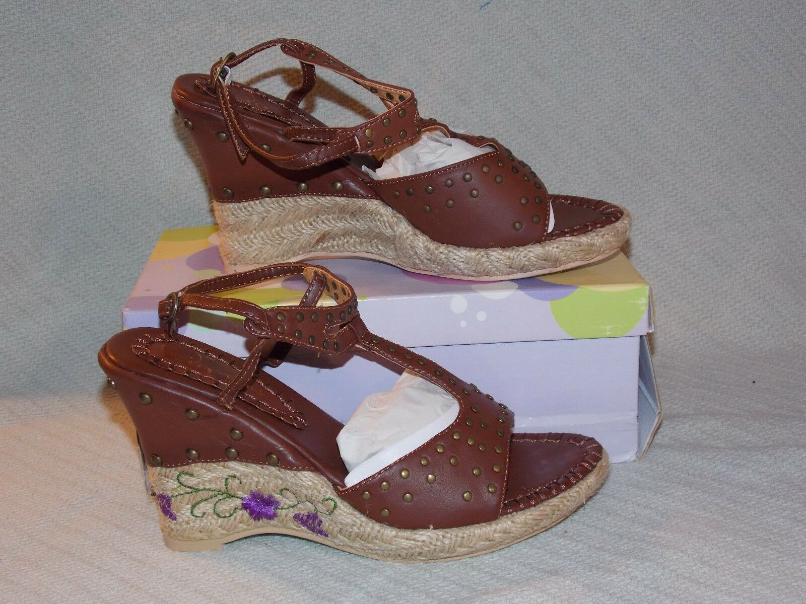 New in box Ladies Dark Brown 355-28 IO Sandal TREND Flower Design Wedge Sandal IO w/Strap 351ccb