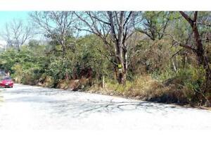 Terreno en venta en Lomas de Mactumatzá a orilla de calle pavimentada